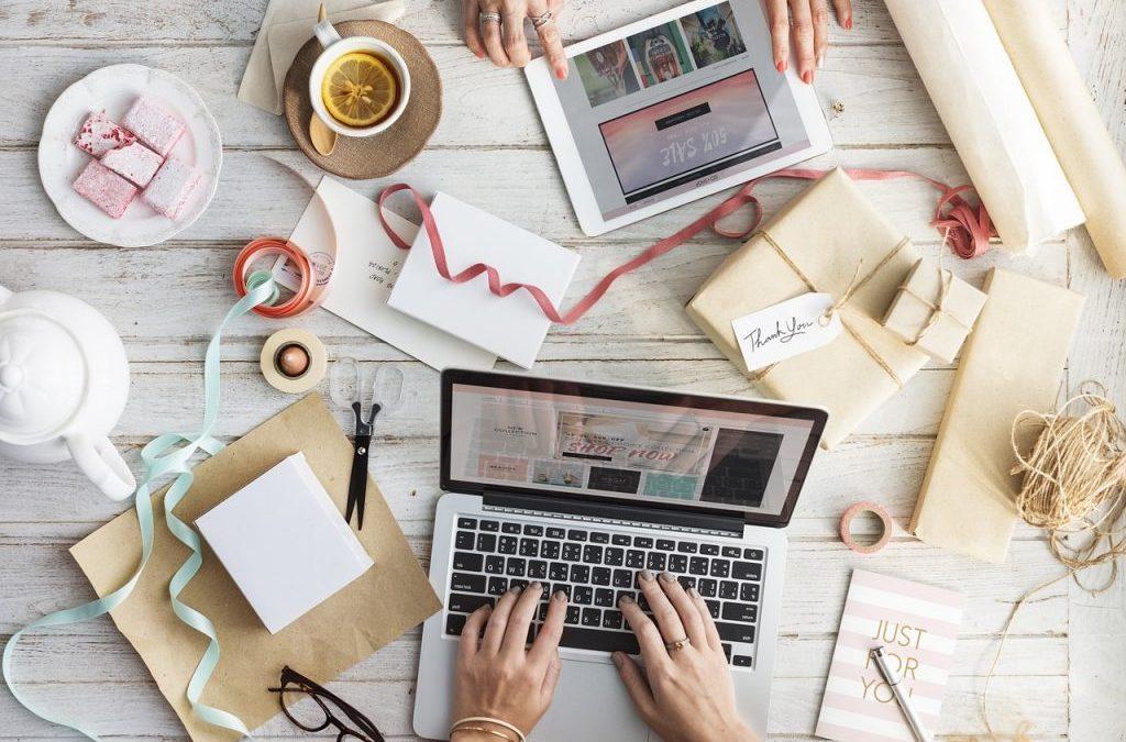 17 Useful Gift Ideas For Digital Nomads under $100